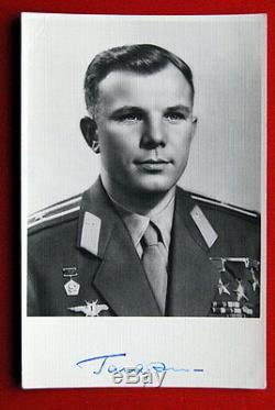 Yuri Gagarin Original Autograph 1961 Russian Soviet Vostok 1st Human In Space