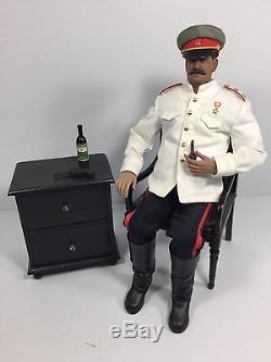 1/6 Premier Ministre Soviétique Joseph Staline + Chaise, Table Et Vodka Dragon DID Bbi Ww2