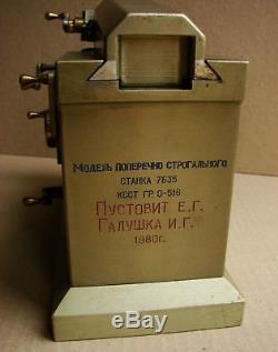 Russe Modèle Ukrainien Soviétique En Métal Modèle Mini Main-d'oeuvre Laborieuse